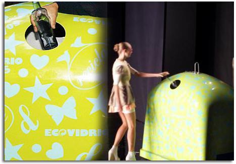 contenedor fashion de Juan Duyos.Pasarela Cibeles. ecovidrio y reciclado
