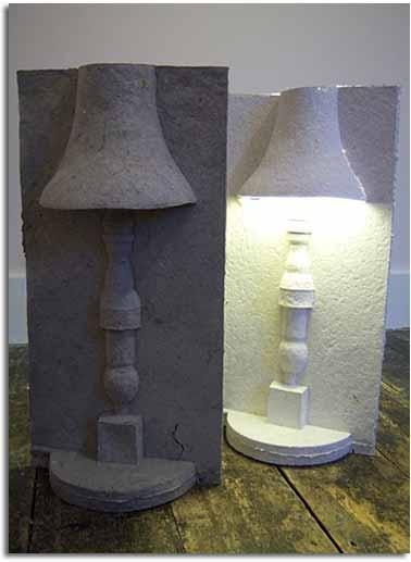lámpara que elimina los residuos de envases innecesarios. lámpara realizada de papel