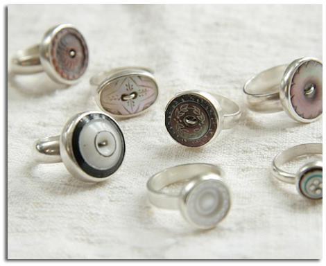 SEGUNDA VIDA DE LOS OBJETOS COMO ANILLOS. anillos de botones antiguos