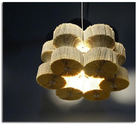 Dise o ecol gico l mpara de papel de libros reciclados - Como hacer lamparas originales ...