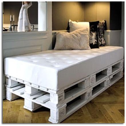 Ideas para hacer muebles con palets sin desmontar ni - Reciclar palets para muebles ...