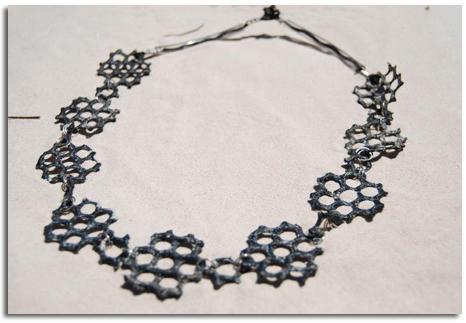 joyas de plástico con material reciclado de las playas