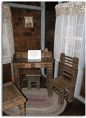 Casa de papel decoraci n y muebles de papel de peri dico for Decoracion de interiores reciclado