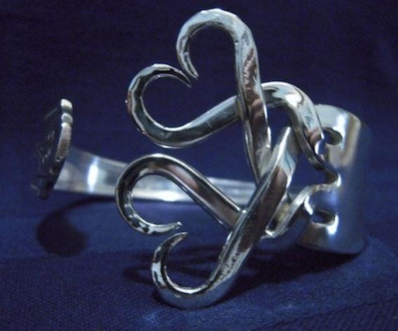 Joyas hechas a mano con tenedores y cucharas recicladas de for Pulsera tenedor