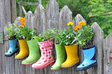 IDEAS PARA DECORAR CON BOTAS DE AGUA RECICLADAS