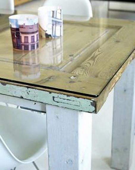 Reciclar puertas 20 ideas para decorar reutiliz ndolas for Como reciclar una mesa de televisor antigua