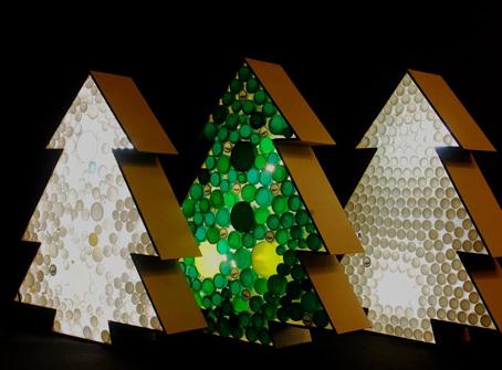Rboles de navidad hechos con tapones reciclados navidad - Adornos reciclados para navidad ...