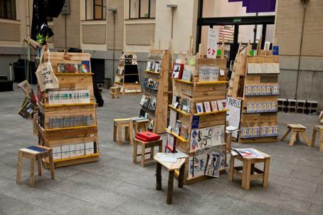 Muebles de patio convocatoria para el dise o y la for Muebles de libreria