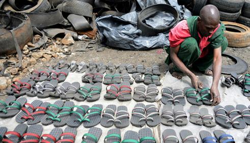 -Sandalia Akala- hechas con neumáticos reciclados