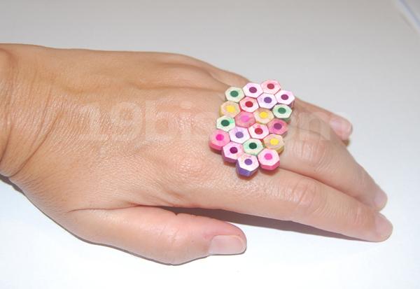 anillo hecho con lápices