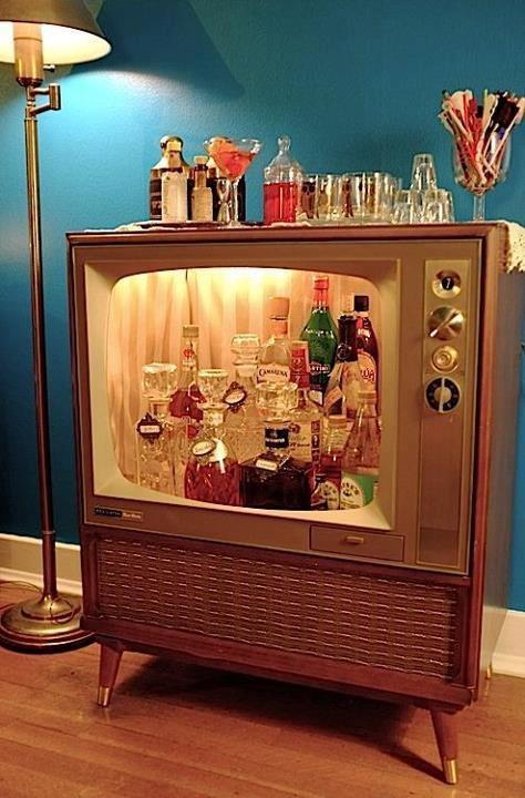 Ideas para reciclar una televisi n antigua objectbis for Como reciclar una mesa de televisor antigua