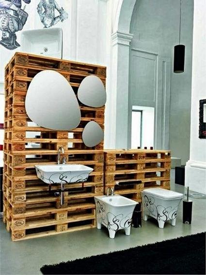5 ideas con palets para decorar el cuarto de ba o for Reciclar palets de madera muebles