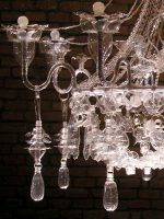Veronika Richterová – Convierte botellas de plástico recicladas en lámparas de techo