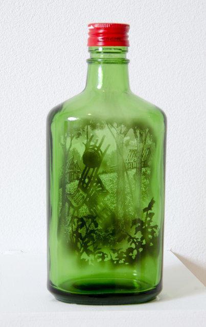 artisita-pinta-en-botellas