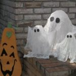 TUTORIAL. DECORACIÓN PARA HALLOWEEN FANTASMAS CON BOTELLAS DE PLÁSTICO RECICLADAS