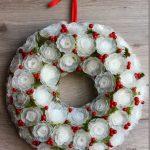 Navidad Eco. Cómo hacer una corona de Navidad con envases de plástico de los huevos