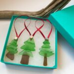 Decoraciones navideñas realizada con cristales marinos reciclados 1