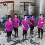 Cinco mujeres mejoran la vida de 500.000 vecinos con la recogida de aceite